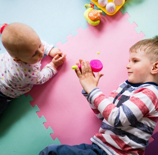 14 2 7 pics 545x535 1 1, מיטות מעבר לילדים, קופסאות אחסון צעצועים, ריהוט, רכבת צעצוע חשמלית לילדים